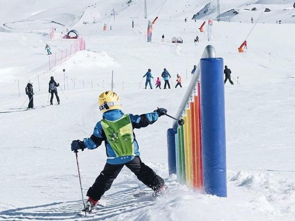 Las estaciones de esquí, listas para un fin de semana de sol y nieve