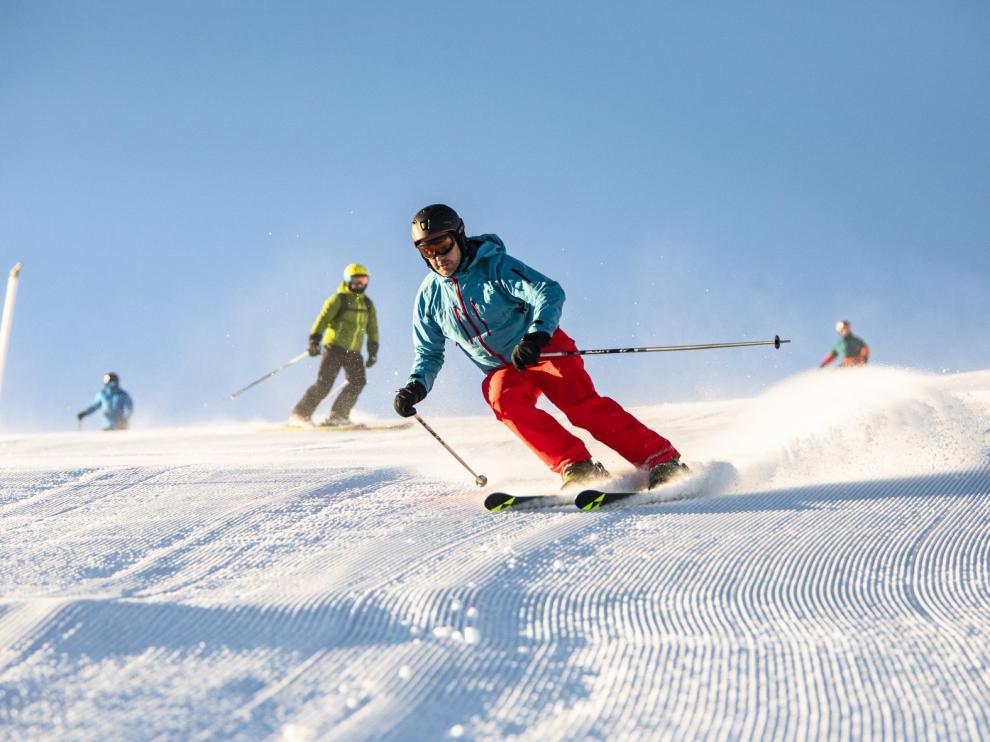 Las estaciones de esquí del Pirineo de Huesca han vivido un sábado muy animado