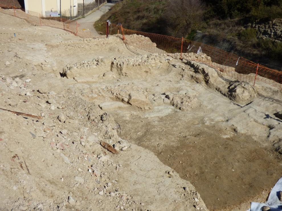 Hallan el mayor yacimiento arqueológico de Barbastro en la calle Virgen del Plano