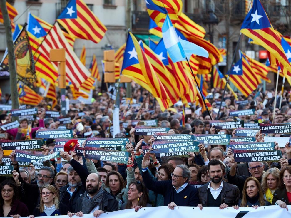 """Unas 200.000 personas claman en Barcelona contra el juicio del """"procés"""""""