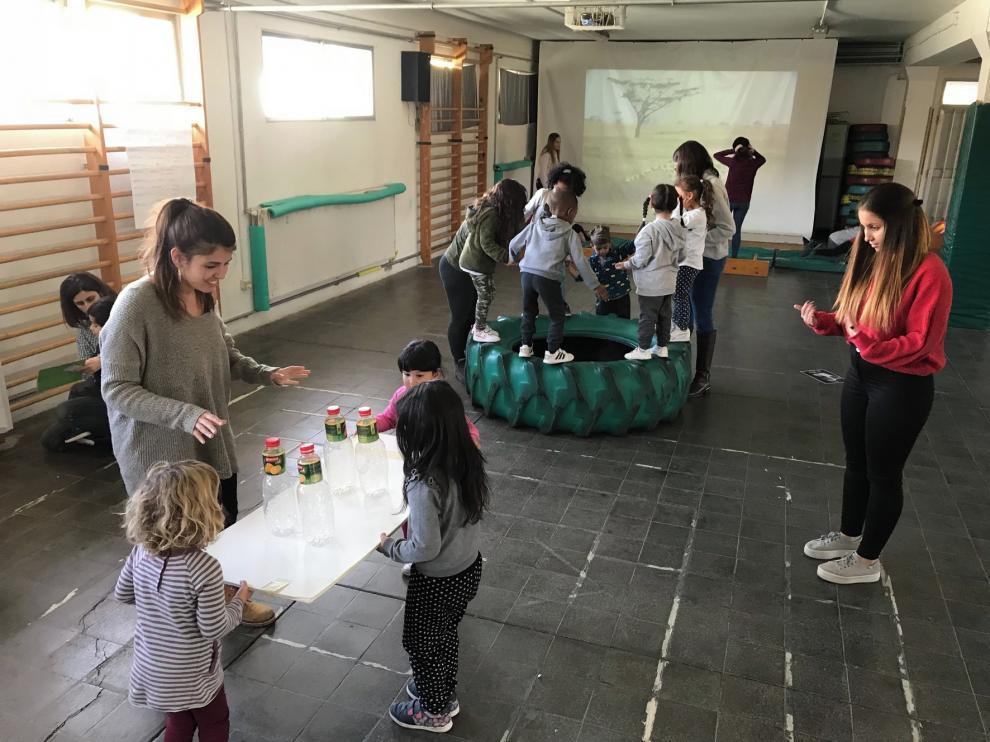 El fútbol deja paso en el patio de los colegios de Huesca a juegos inclusivos y cooperativos