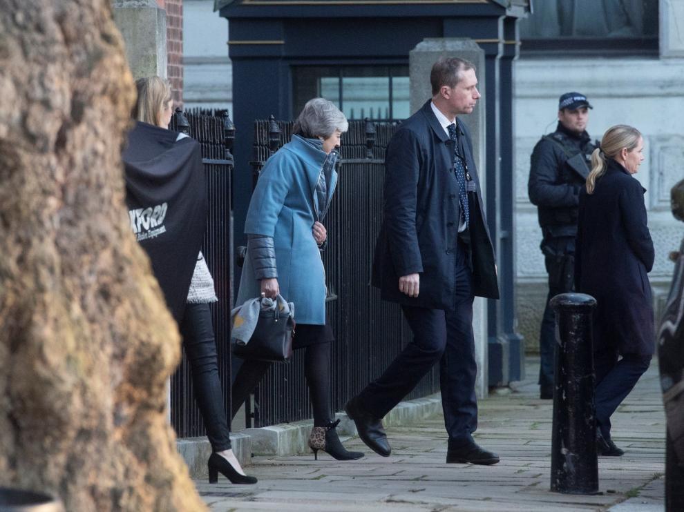 """May pide unidad a sus diputados en la recta final del """"brexit"""""""