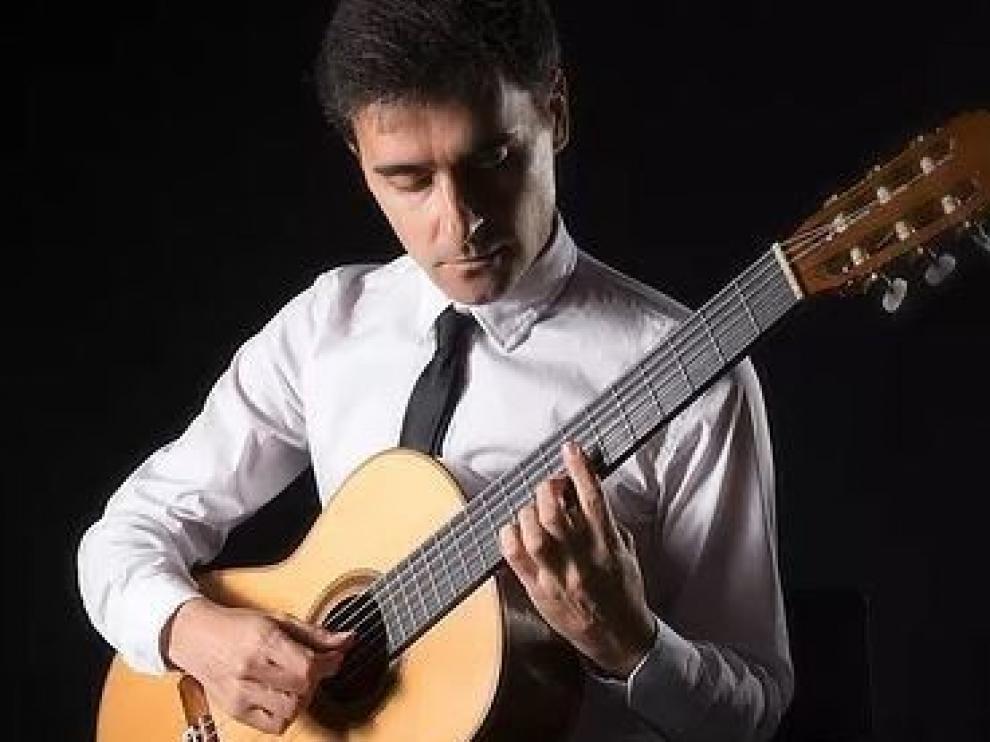 El músico oscense Raúl Viela inicia una gira por Pakistán
