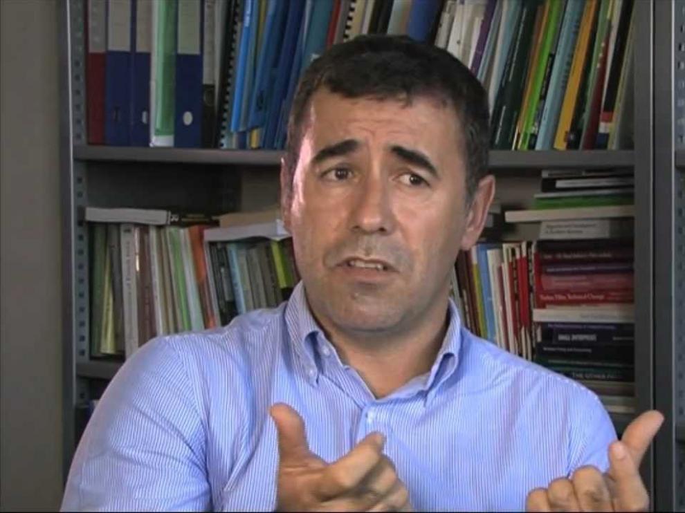 El sociólogo Xavier Bonal abre en Huesca la jornada de la Escuela Pública