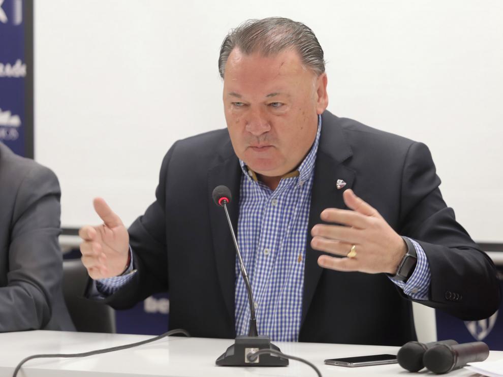 El presidente del Huesca, Agustín Lasaosa, manda un mensaje de tranquilidad