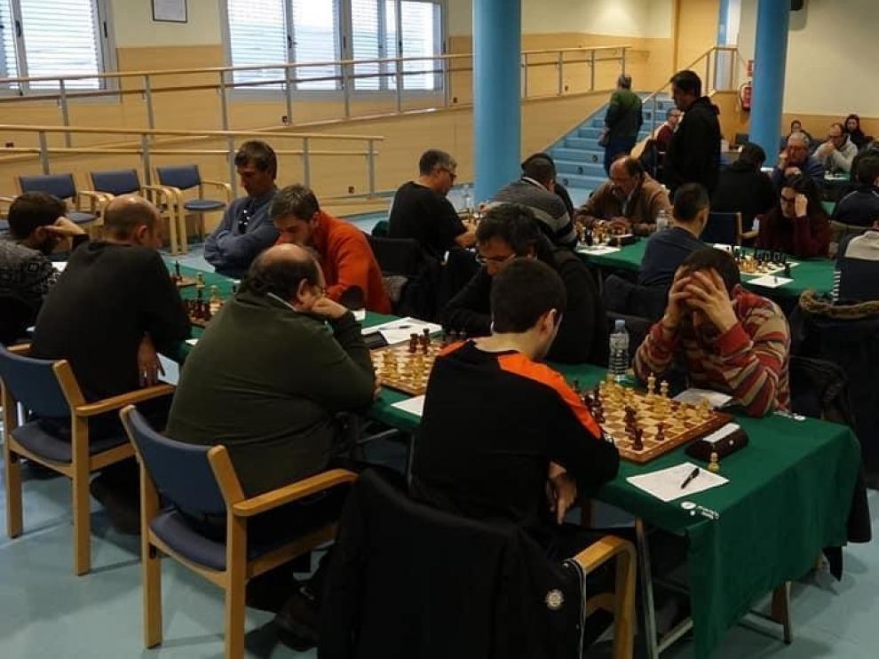 Victoria clara en el derbi provincial y liderato del club de ajedrez Jaime Casas