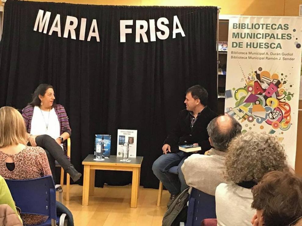 """María Frisa: """"Los lectores me dicen que mi novela les roba horas de sueño"""""""