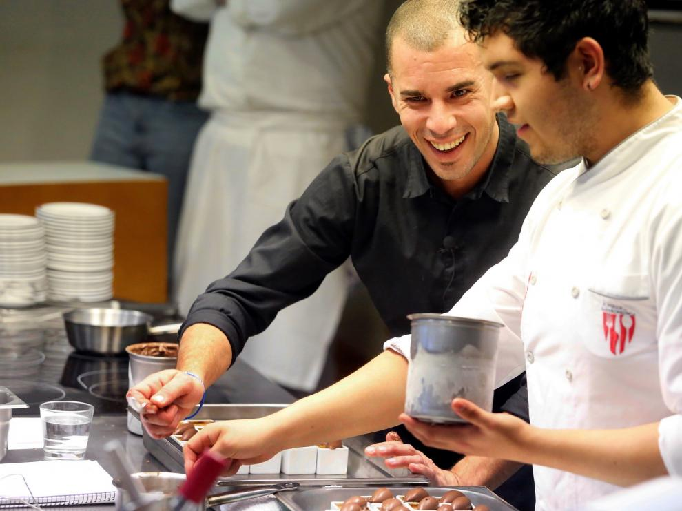 Anthony Audebaud prepara en Huesca ricos dulces con productos de la tierra