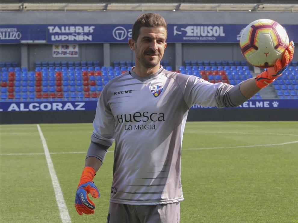 """Javi Varas ve """"mucha positividad"""" en el Huesca y viene """"a sumar"""""""