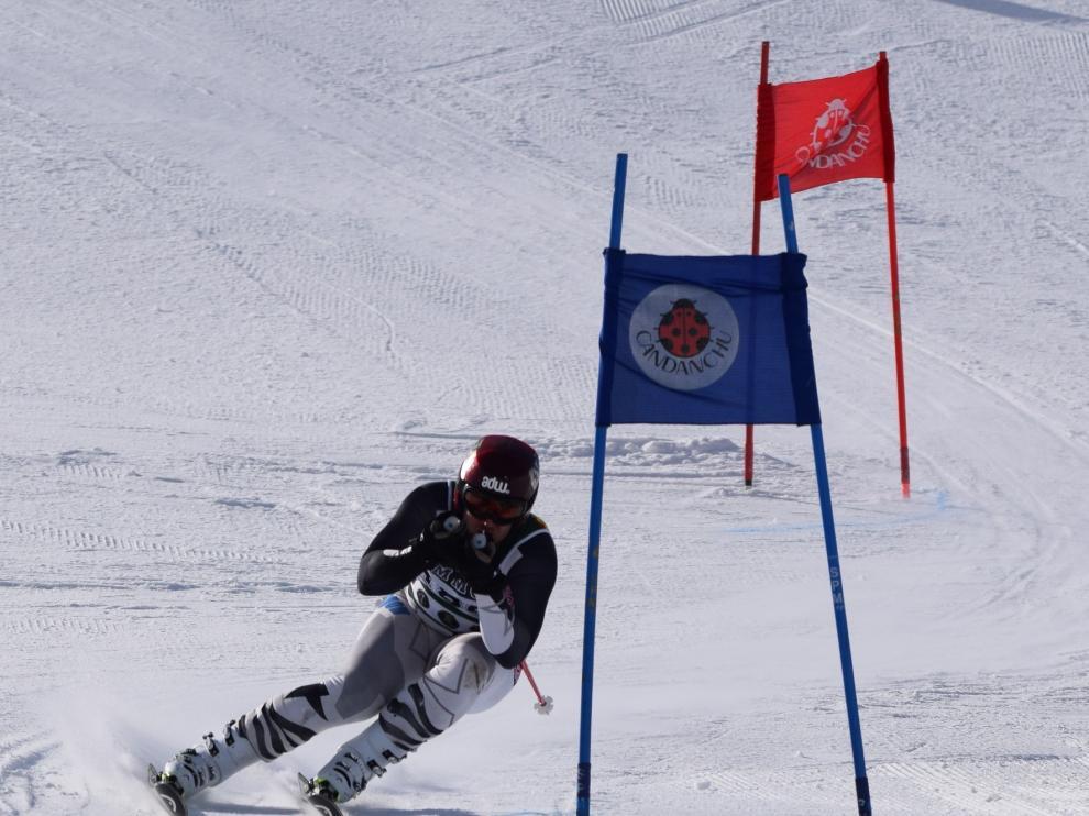 El jacetano Hugo Quintero, campeón del Nacional Militar de Esquí en Candanchú