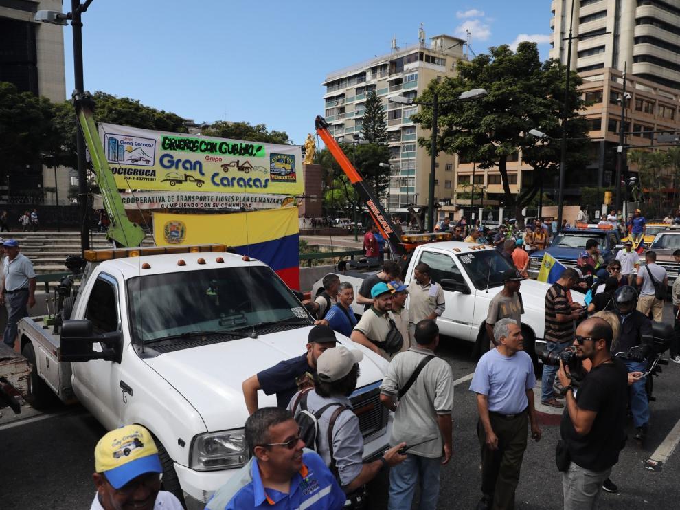 Guaidó irá a los cuarteles a exigir el ingreso de la ayuda