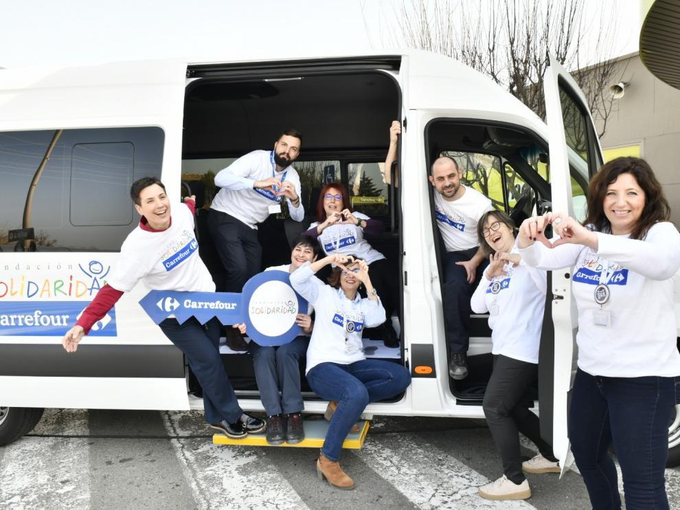 La Fundación Solidaridad Carrefour dona a Aspace Huesca un nuevo vehículo adaptado