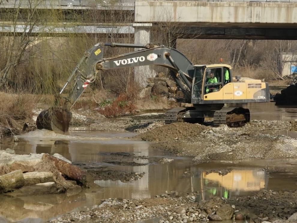 El Ayuntamiento de Fraga comienza las obras para mejorar el canal de aguas bravas