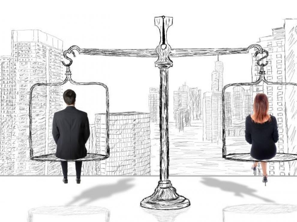 Las mujeres cobran un 12,2 % menos que los hombres pero la brecha salarial se reduce un 30 % en 12 años