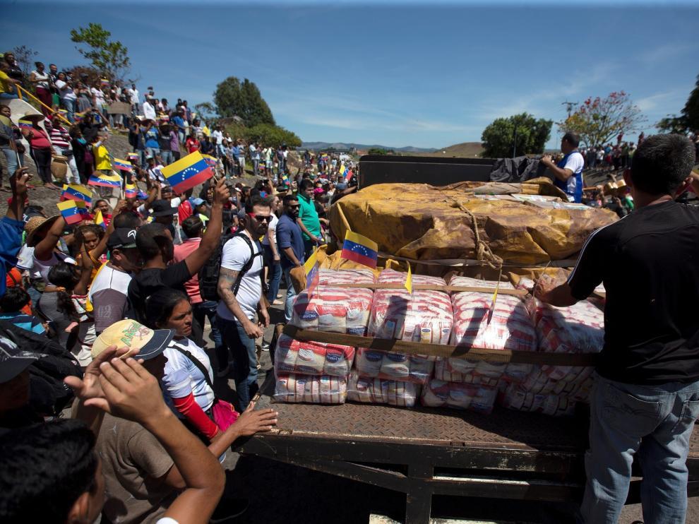 Guaidó anuncia el ingreso a Venezuela de parte de ayuda humanitaria