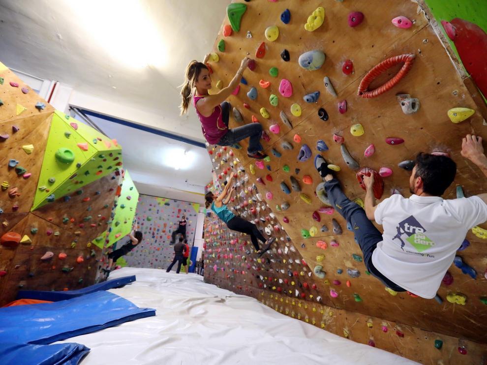 Perder el miedo a colgarse de la pared es posible en Trepadero