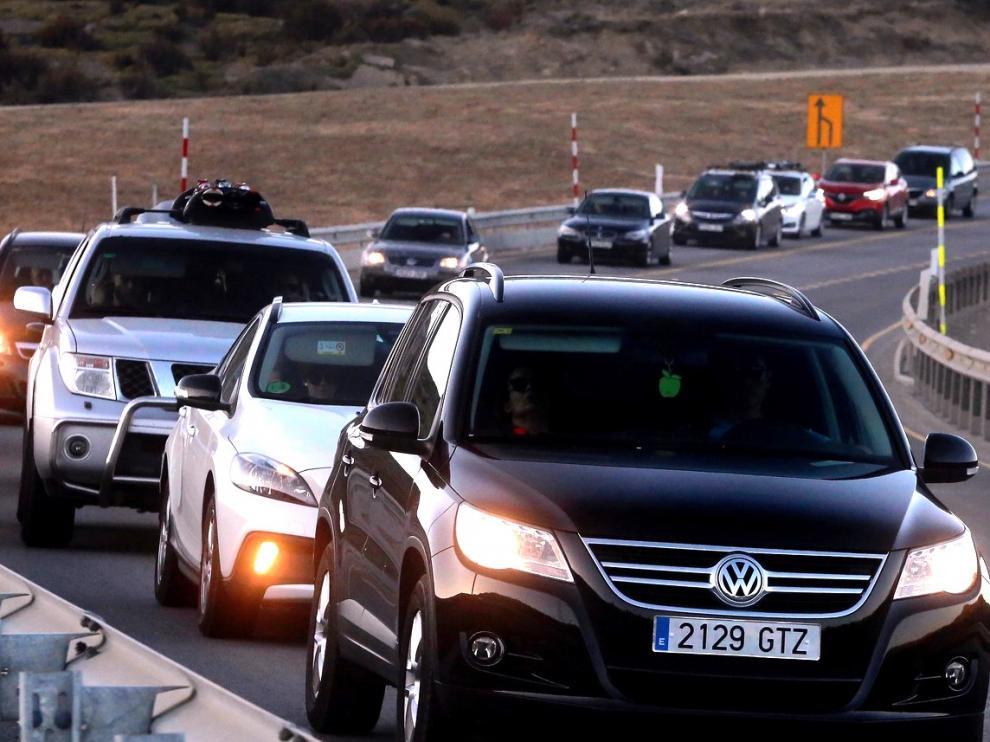 Un conductor resulta herido grave en Arén, en un domingo con retenciones en Monrepós