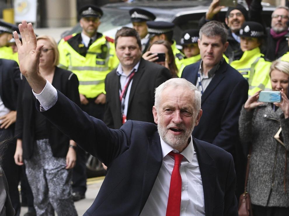 """El opositor Corbyn dice que defenderá un nuevo referéndum del """"brexit"""""""