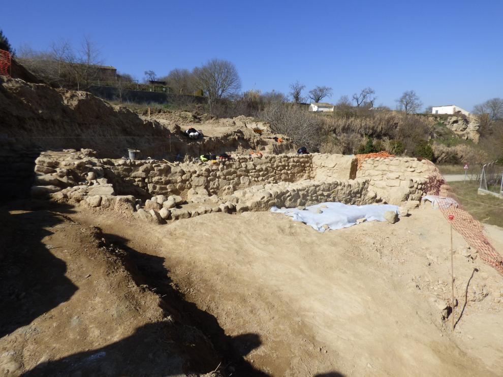 El historiador Philippe Sénac visita el yacimiento de la calle Virgen del Plano de Barbastro