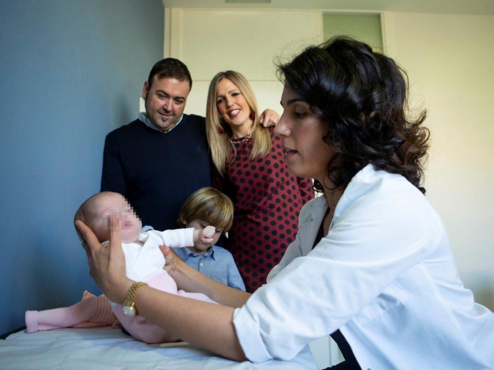"""Una bebé aragonesa, """"la más pequeña del mundo"""" en ser operada de corazón"""