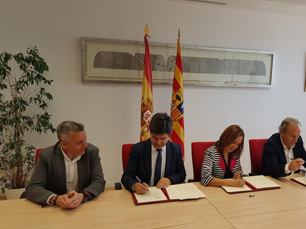 Las instituciones y la Fundación Alcoraz dan un impulso a la Escuela de Fútbol en Huesca