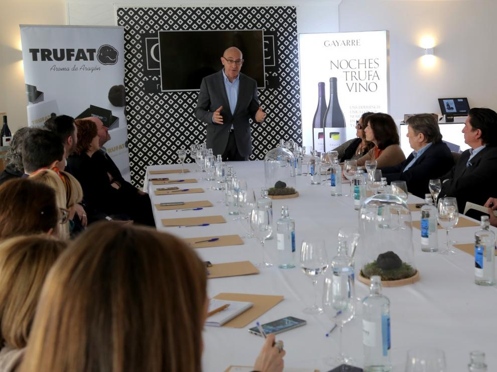 La crítica nacional disfruta en Zaragoza los vinos Enate Uno y la trufa