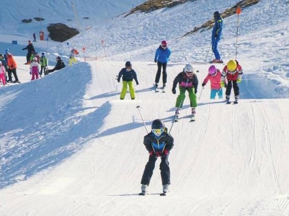 La Cincomarzada alarga un gran fin de semana de sol y esquí en el Alto Aragón
