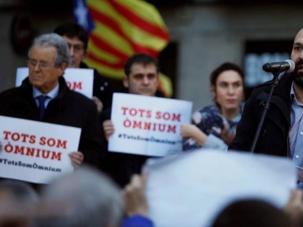 Òmnium inicia una campaña internacional de denuncia del juicio del 'procés'