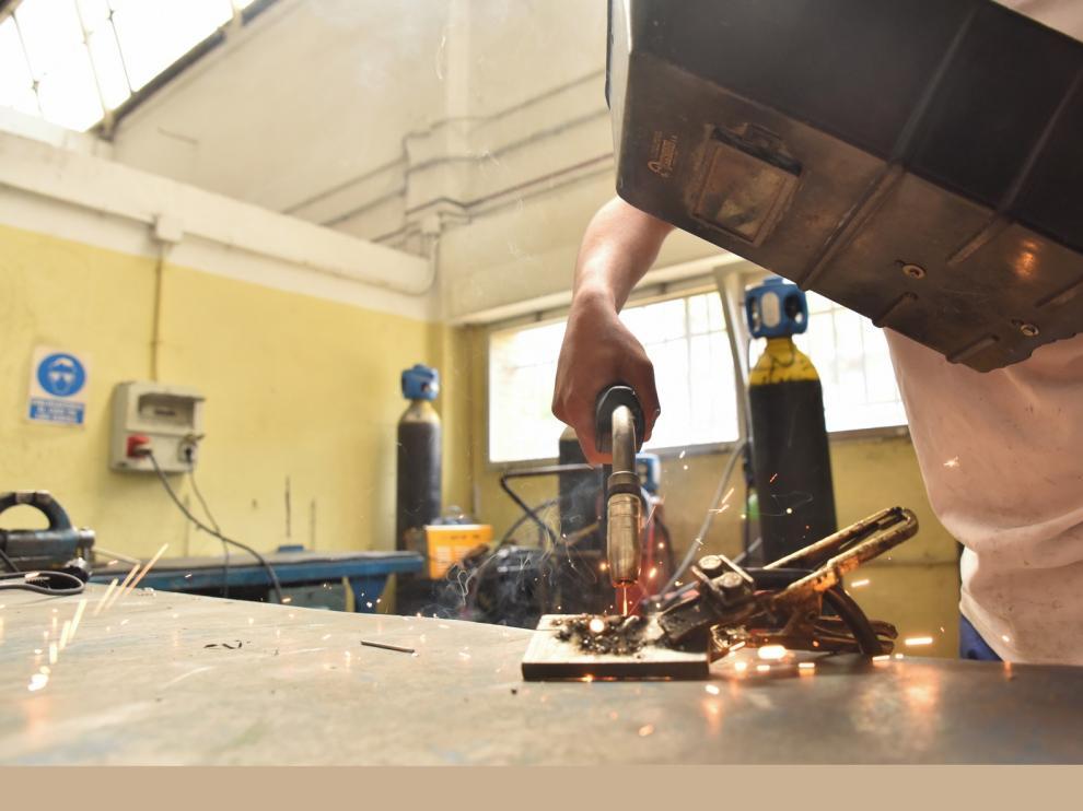 Los Talleres de Reparación de Huesca piden personal formado y el Grado Medio de Electromecánica