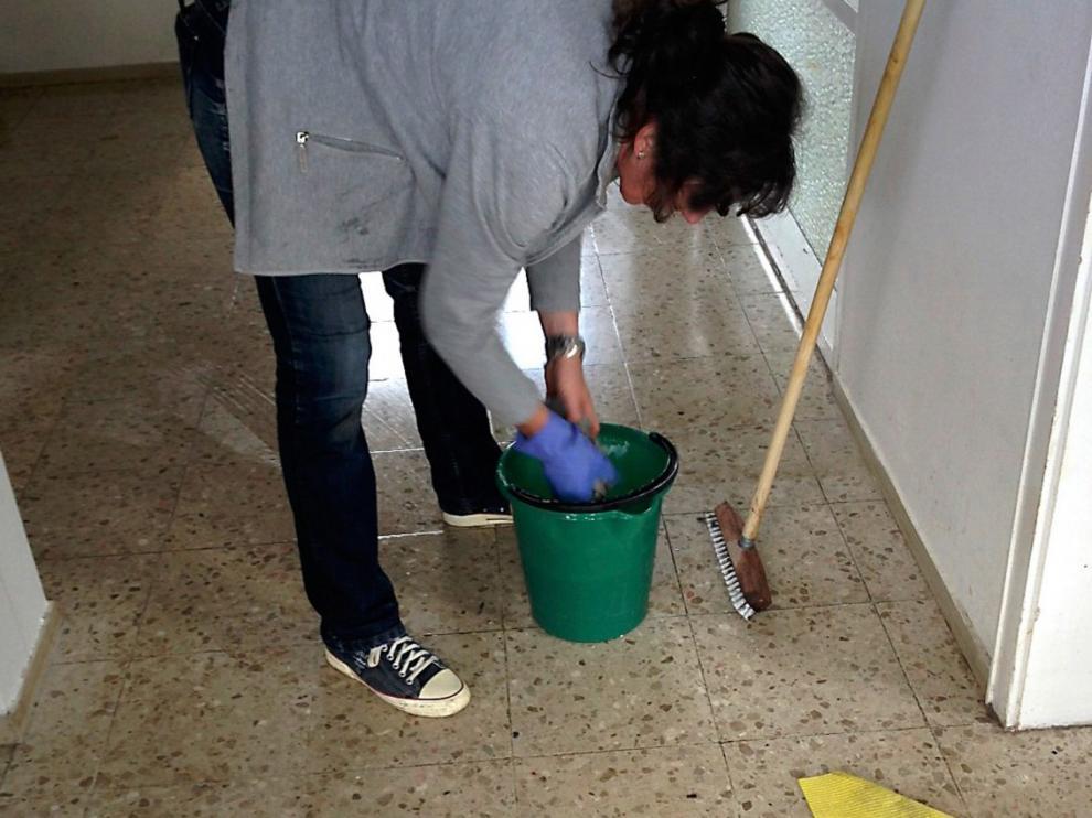 Las mujeres siguen asumiendo mayoría de labores domésticas en confinamiento