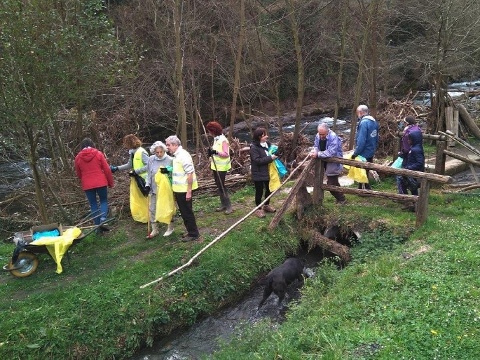 Cerca de 200 voluntarios aragoneses caracterizan 2.232 residuos abandonados en entornos fluviales