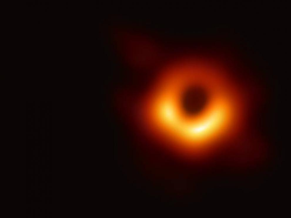 """Ocho españoles han participado en la primera foto de un agujero negro: """"Es el primer fotograma de una gran película"""""""
