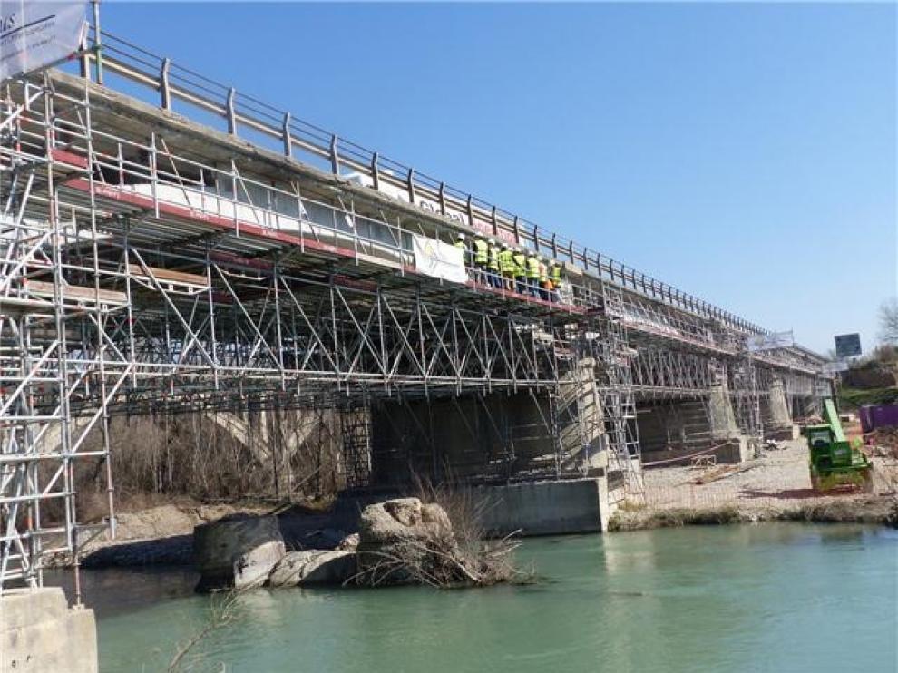 Afecciones al tráfico en la N-240 en Monzón por obras en el puente sobre el río Cinca