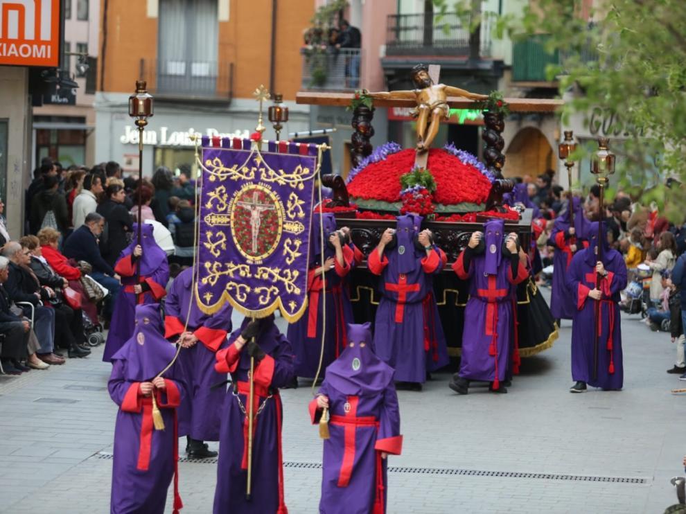 La procesión del Viernes Santo en Huesca se vive con gran fe y devoción