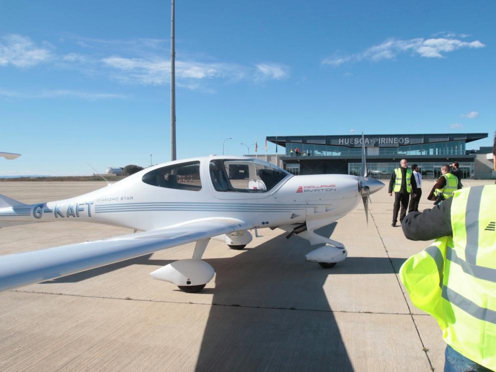 La academia de pilotos de Huesca paraliza su actividad y revisa su proyecto