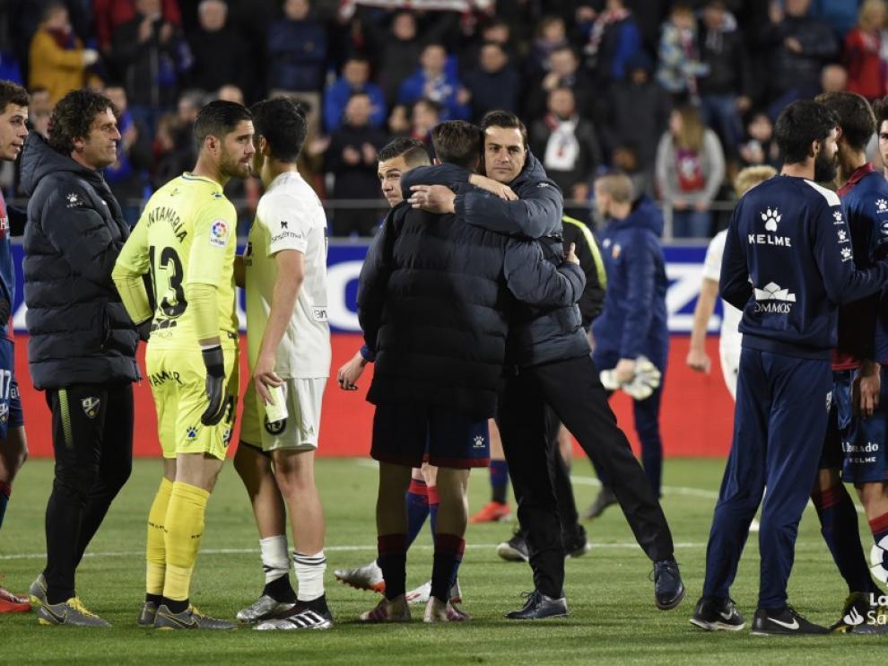 """El entrenador del Huesca, muy afectado: """"Me duele irnos así"""""""