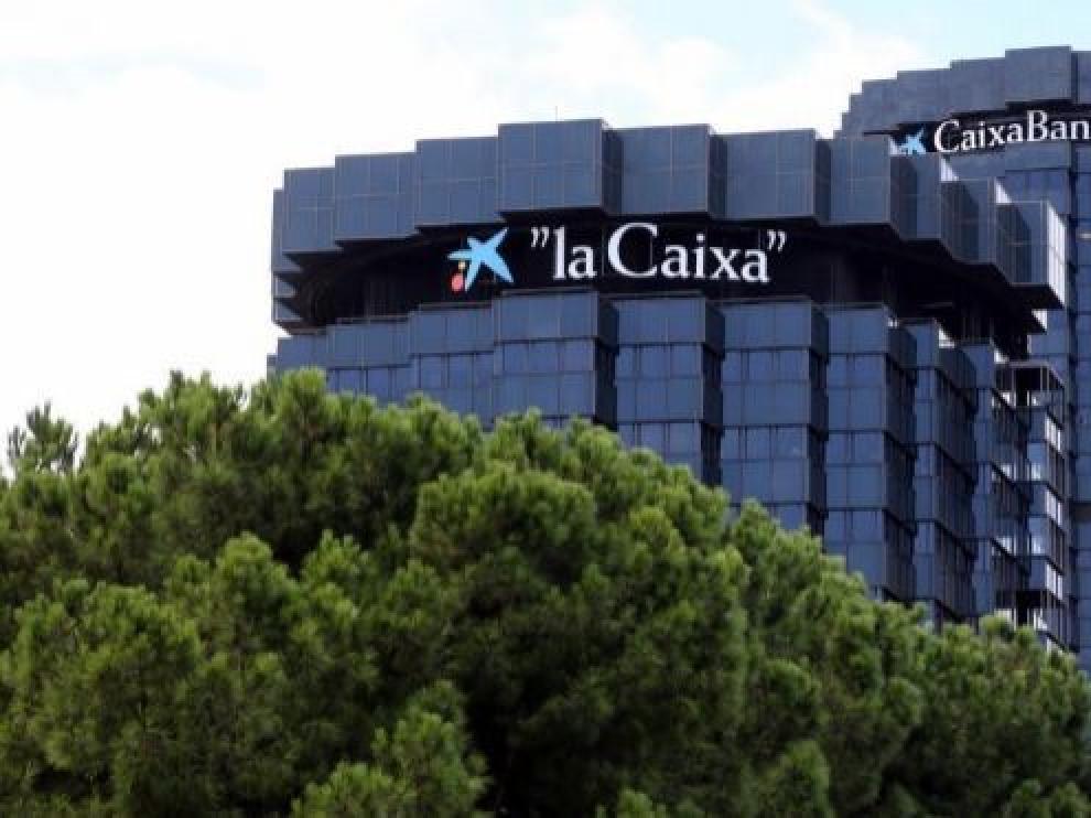 Caixabank logra un beneficio semestral de 622 millones