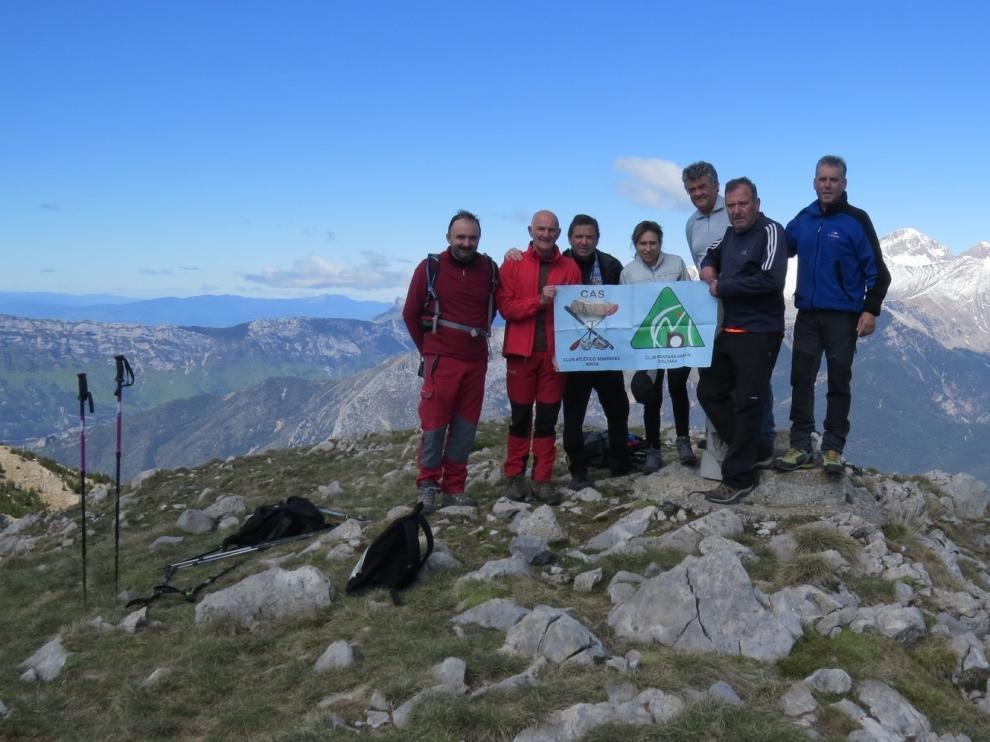 El CAS asciende al Pico Baciero y disfruta de sus grandes vistas