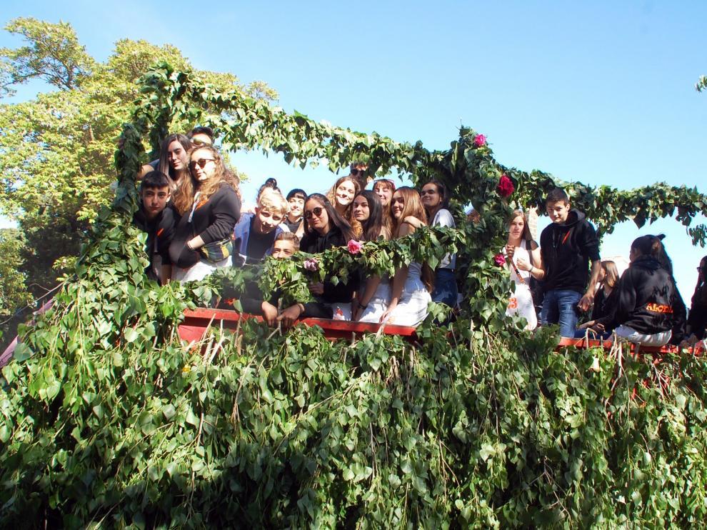 El dance, las jotas y las carrozas protagonizan el día de San Isidro en Sariñena