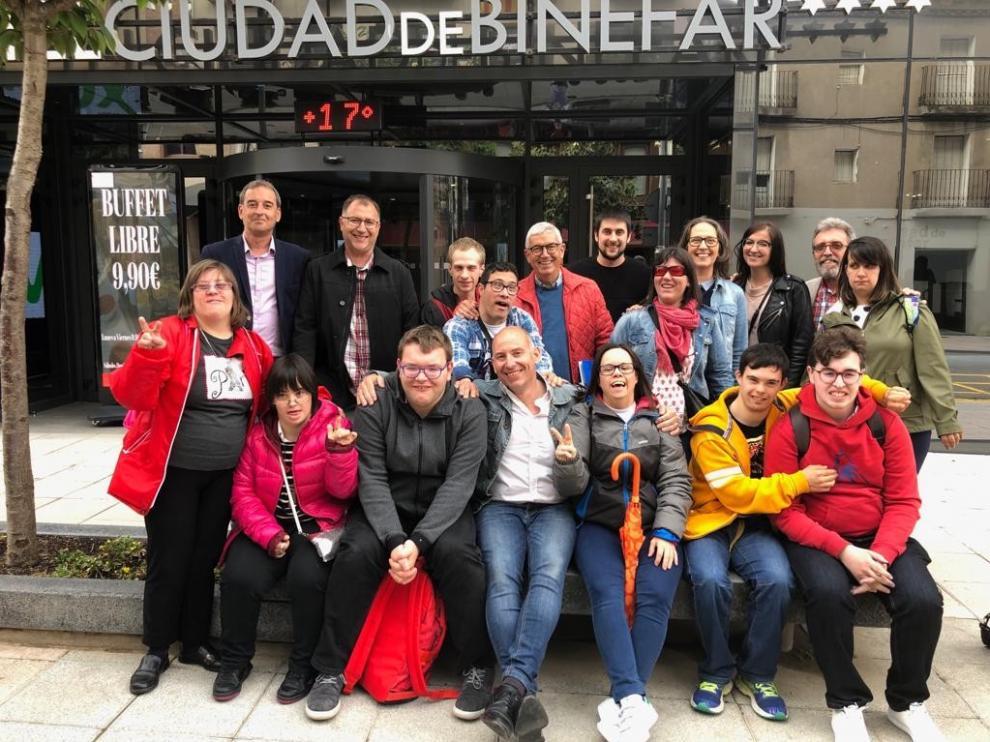 Jóvenes de Down Huesca muestran en Binéfar sus proyectos de vida independiente y creación literaria