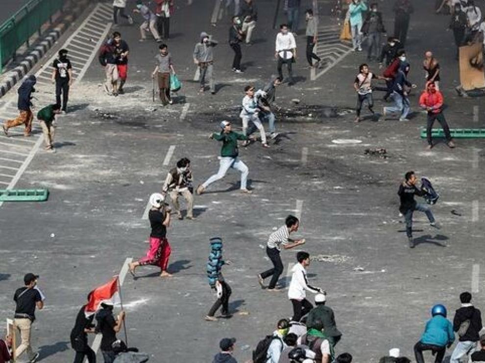 Al menos 6 muertos en disturbios tras la reelección del presidente en Indonesia