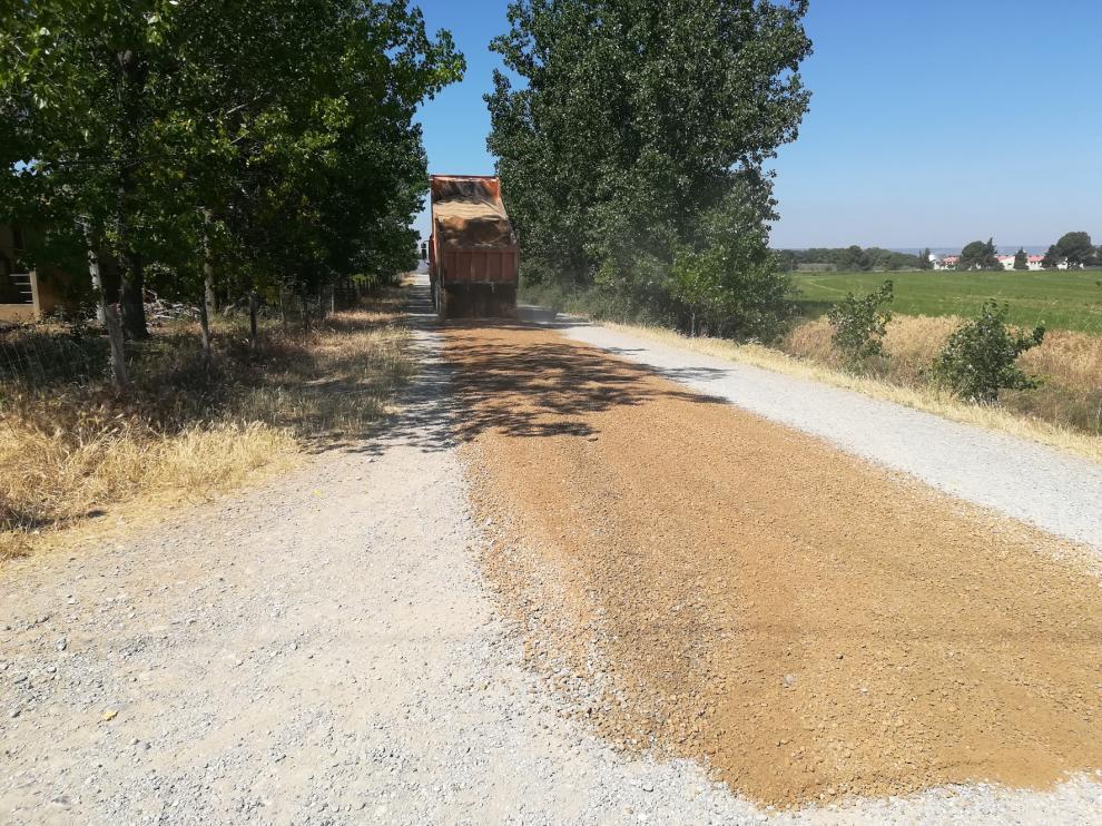 El Ayuntamiento de Monzón arregla 65 caminos rurales del término municipal
