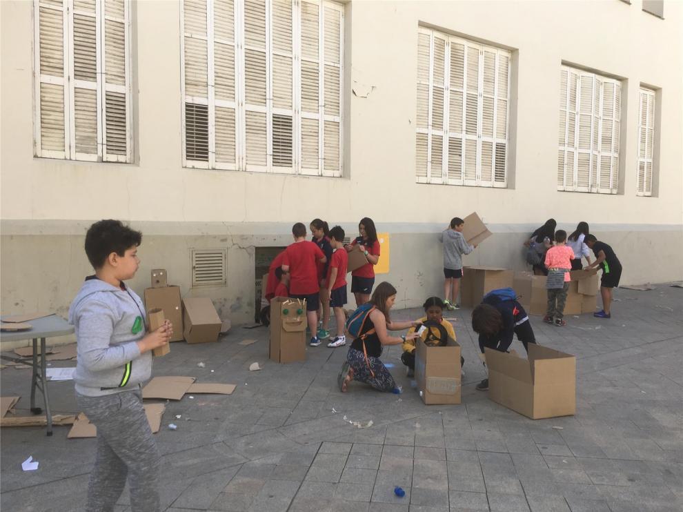 Los niños salen a las calles de Huesca para reivindicar el juego