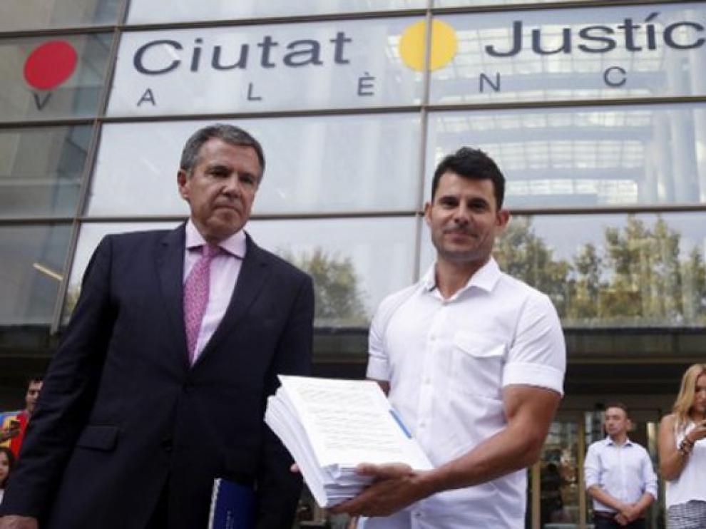 Suspendido el juicio sobre supuesta paternidad del cantante Julio Iglesias