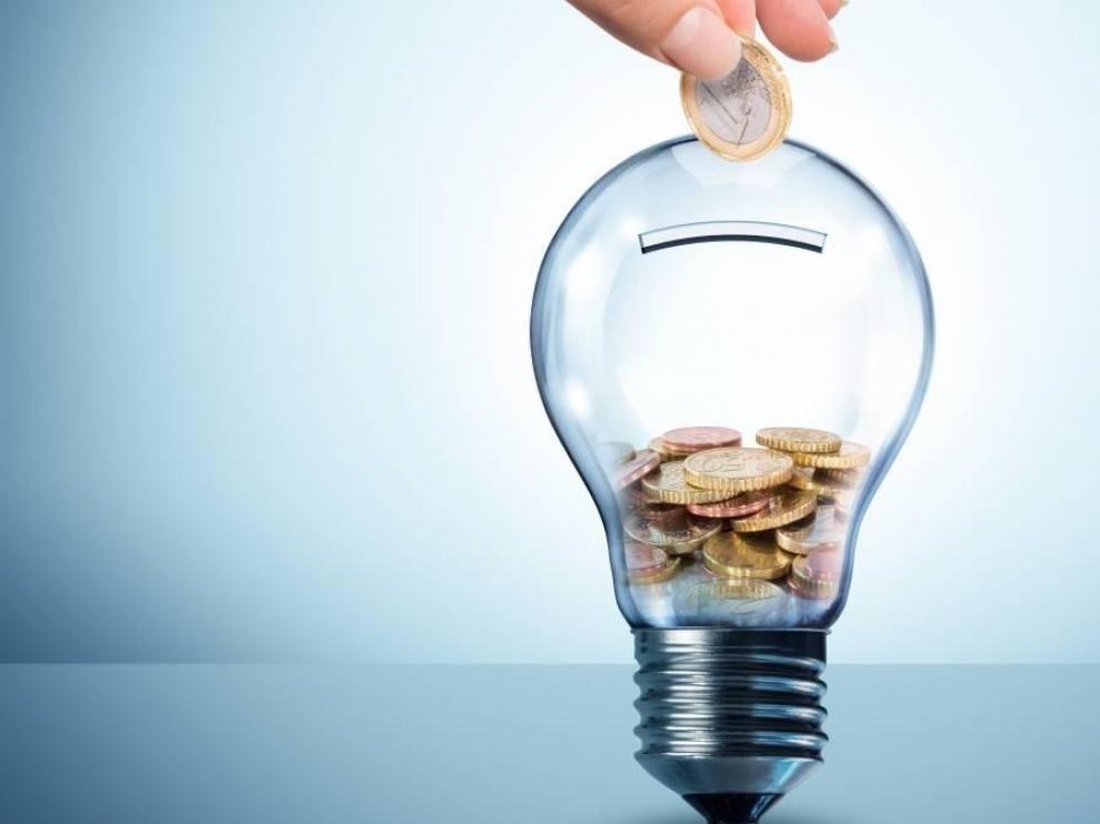 El recibo de la luz baja 5 % en mayo y es un 8,7 % más barato que hace un año