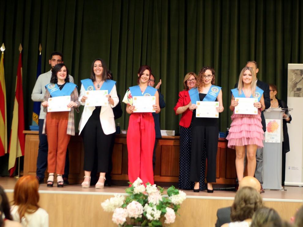 Graduación de futuros profesores en la Facultad de Educación