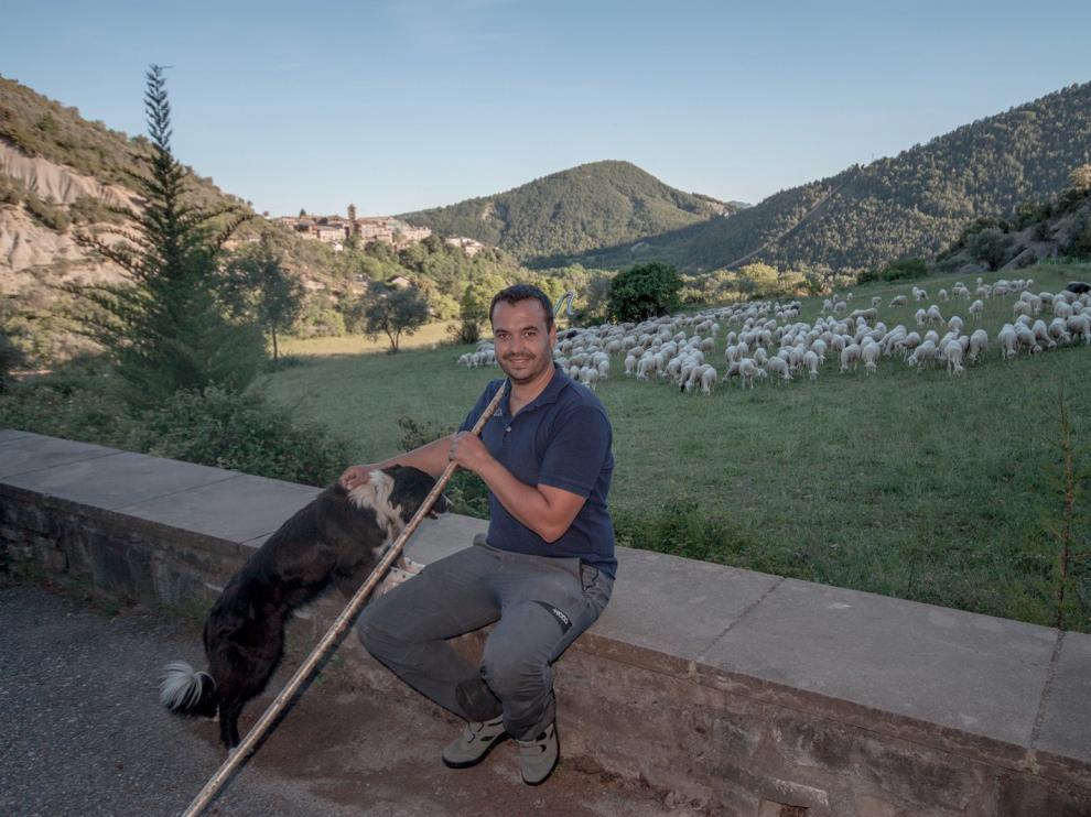 """Jorge Marín: """"Estoy cumpliendo mi sueño de vivir en Boltaña y poder trabajar con las ovejas"""""""