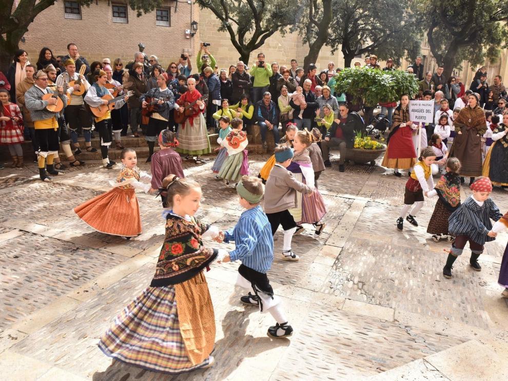 La cantera del folclore llena Huesca de tradiciones