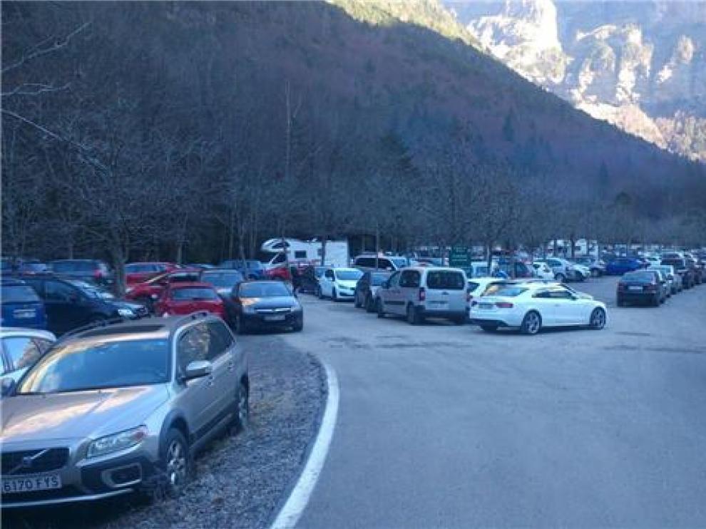Cierran el acceso al Parque de Ordesa por la abundante afluencia de vehículos