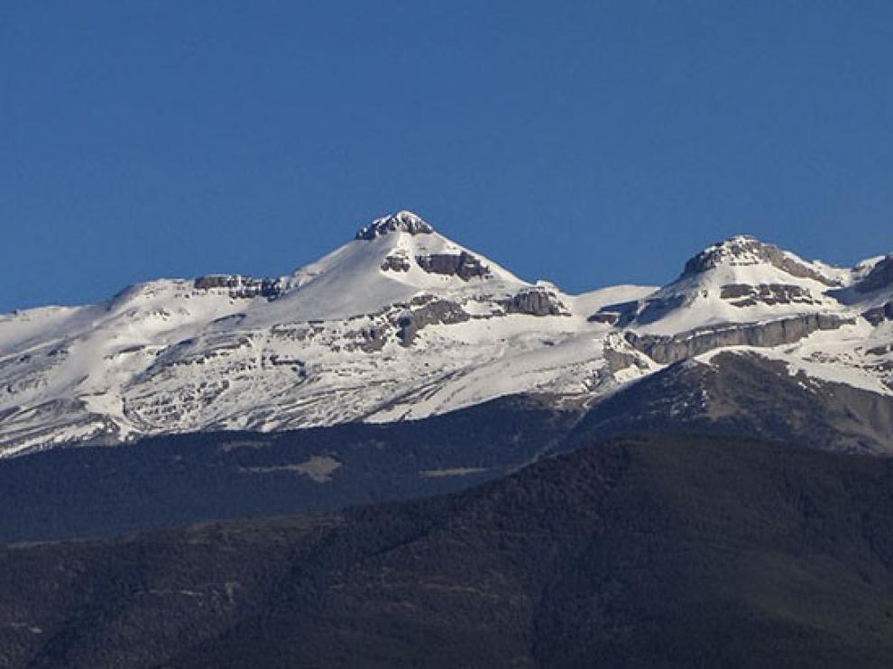 Muere un montañero vasco de 49 años al resbalar por un nevero en el pico Collarada